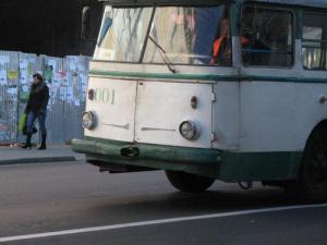 В Рівненському тролейбусі помер чоловік