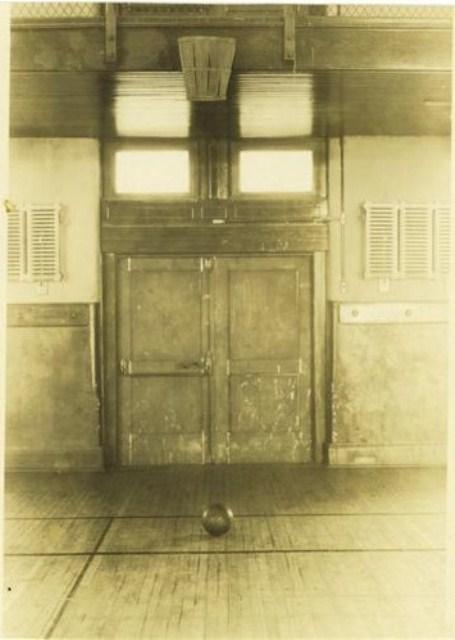 Перша баскетбольна зала, фото 1891 року. Знімок з uk.wikipedia.org.
