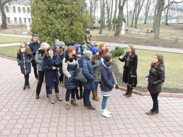 Учасники Школи універсального журналіста - на екскурсії територією Острозької академії
