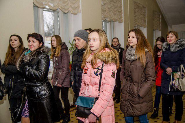 Учасники Школи універсального журналіста під час екскурсії Острозькою академією