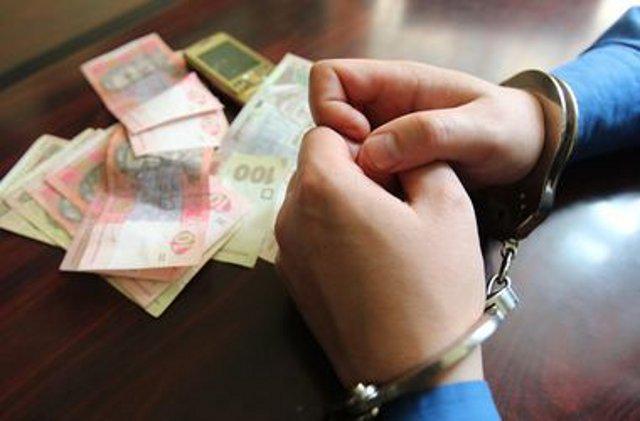 Полицейский, торговавший наркотиками в помещении районного суда, задержан на Днепропетровщине - Цензор.НЕТ 9643