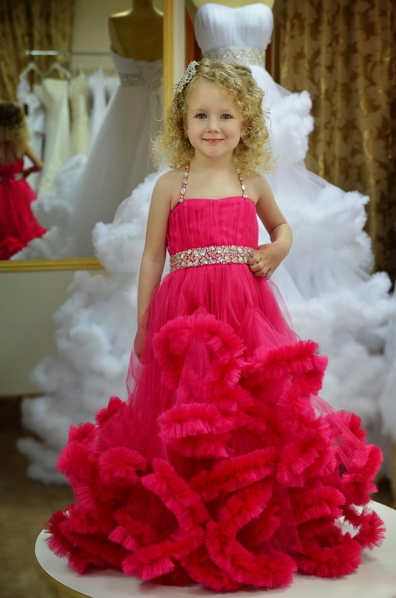 Прекрасні сукні від торгової марки Inna Morato демонструє Євангеліна Шмід 3cdfe08ff9d11