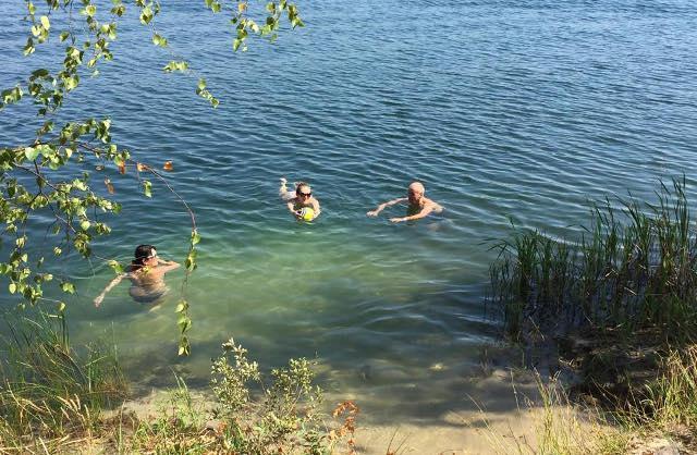 Прикарпатські рятувальники пильнують дітей, які приходять відпочивати до водойм