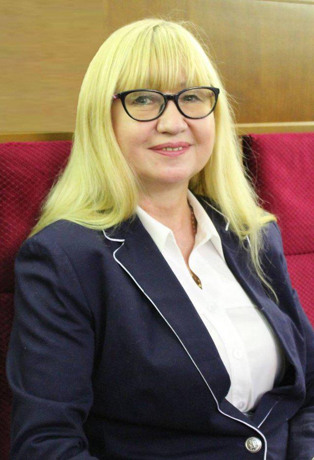 Оксана Лозова