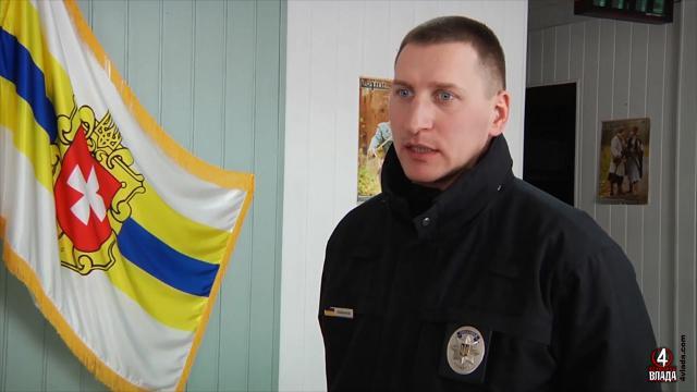 Сергій Коханюк каже, що комунальники не завжди поспышають розчищати дороги