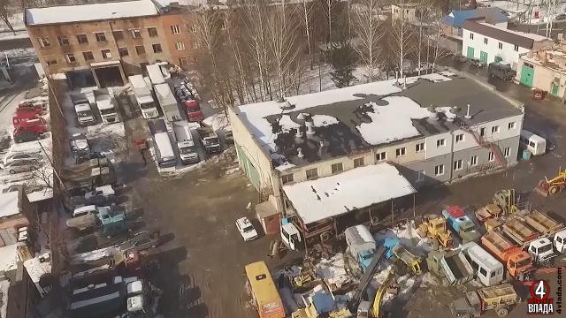Подвір`я Рівненського ШЕУ заповнене технікою. Є нові транспортні засоби, втім більшість не в найкращому стані