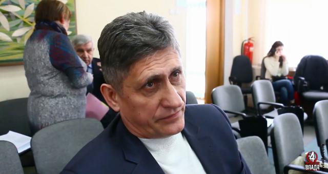 Ярослав Сахнюк каже, що не втручається в роботу тендерного комітету. Тому не знає чому управління провело тендер з другої спроби і збільшило ціну на 15 млн.