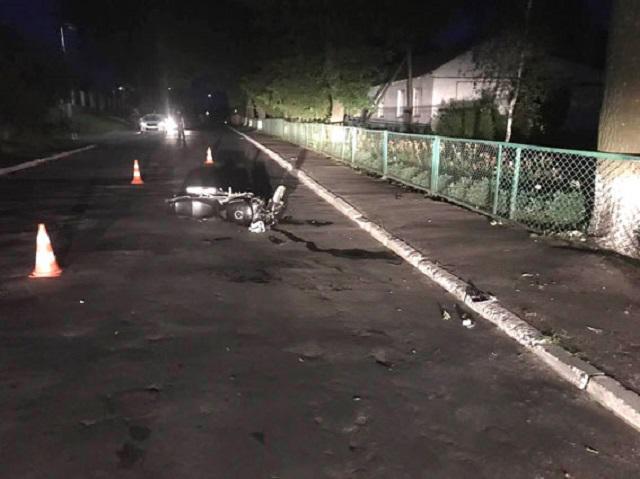 В Івано-Франківській області уночі «Таврія» протаранила мотоцикл. Байкера забрали до лікарні