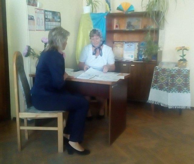 Соцпрацівник Оксана Свіржевська за роботою