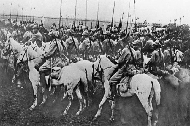 Кіннота Будьоного, 1920 рік Фото: Надане Тетяною Яцечко-Блаженко.<br /> <br /> Фото з gazeta.ua.