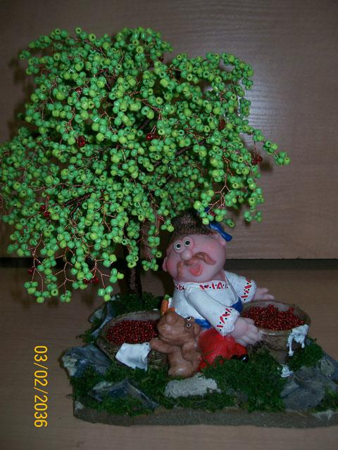 83. Альбом (13). нра.  Светлама. дерево объёмное.  Дерево сделано из зеленого бисера, вишенки - из красного...