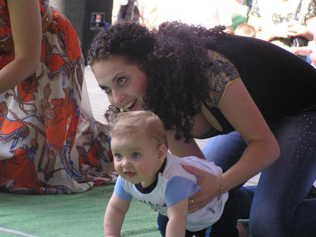У Рівному День Батька відзначили повзанням малюків на швидкість  e34f1d17696de