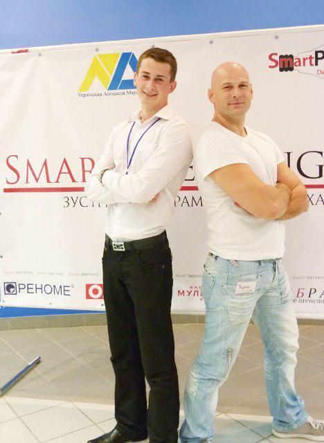 """Один із лідерів молодіжної організації """"Smart People"""", переможець рейтингу """"ТОП-20: найуспішніші студенти Рівненщини"""" Віктор Чугай і відомий бізнесмен Тарас Тарасов"""