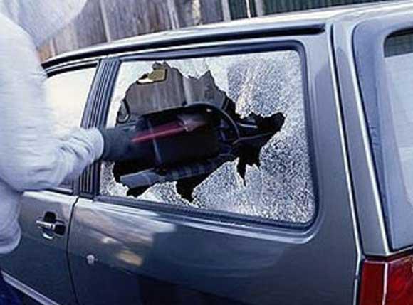 Бережіть акумулятори із автомобілів! На Закарпатті поліція зафіксувала 5 випадків крадіжок