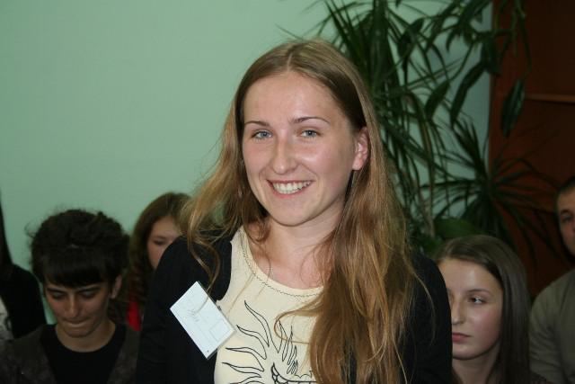 """Марія Семенюк виграла безкоштовне навчання у ШУЖ під час його розіграшу на """"Українській вечірці"""" - тематичній вечірці з серії """"Smart parties"""" від молодіжної організації """"Smart people"""". Її лідер Тарас Комаренко - випускник ШУЖ 2010 року"""