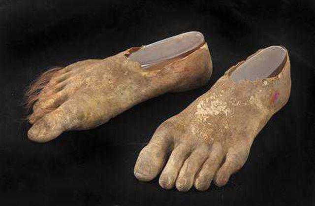 большие грязные ноги