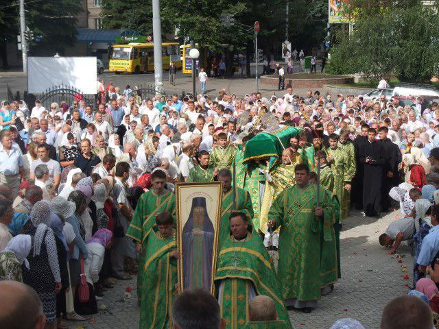 Рівняни зустрічають мощі святого Меркурія Бригинського влітку 2013 року