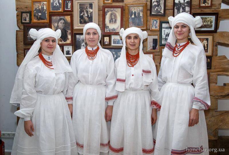 У Києві презентували серпанкові костюми d5cf7c8d15aa2