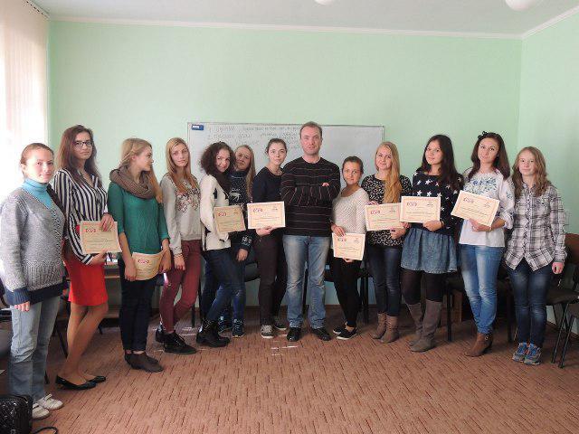 По закінченні тренінгу учні отримують сертифікати, а для вчителів, які підготували обдарованих юних журналістів, передбачені подяки