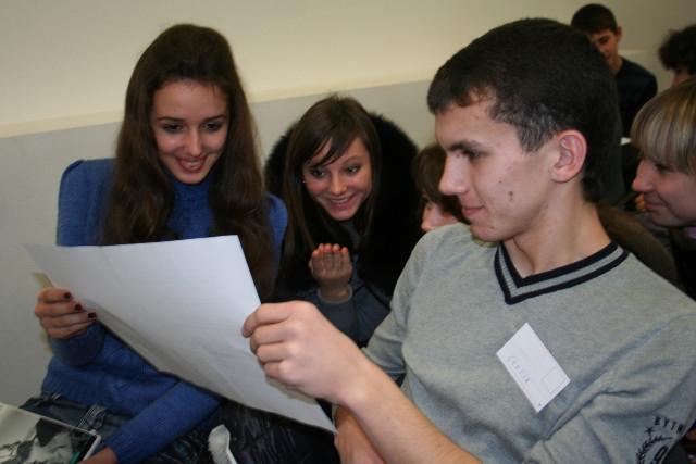 Заняття у Школі універсального журналіста - це не нудні уроки, а живе невимушене спілкування в колі друзів!