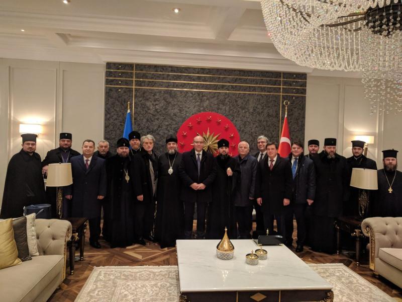 Українська делегація прибула до Стамбулу отримувати Томос Вселенського Патріарха про Автокефалію Православної Церкви в Україні.