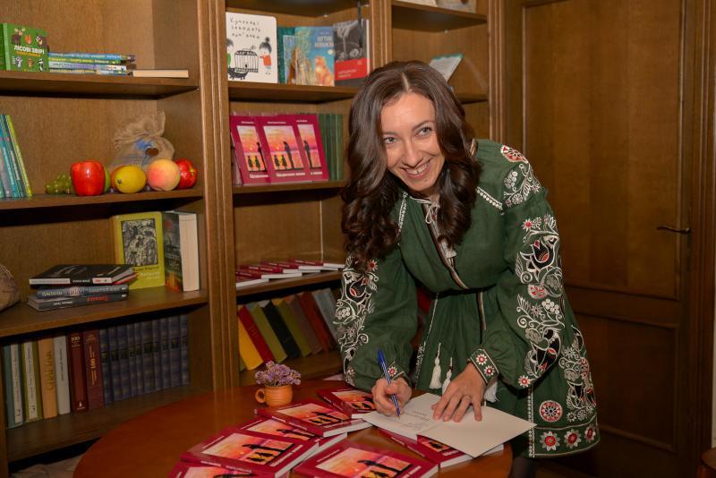 """Під час презентації """"Щоденника мами"""" у кав'ярні-книгарні """"Каламаріус"""""""