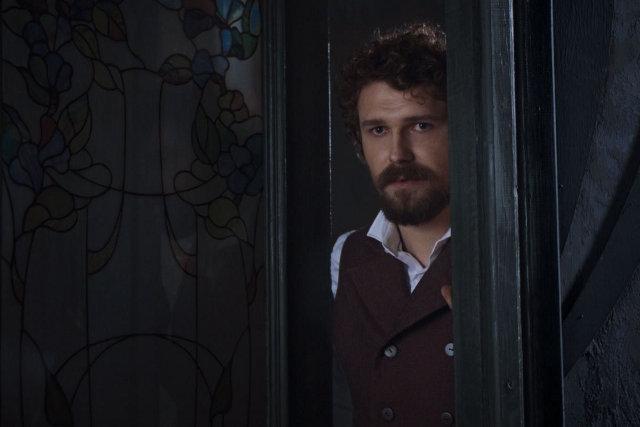 Роман Луцький у ролі  Петра Сколика, чоловіка Аделі, зображення з film.ua