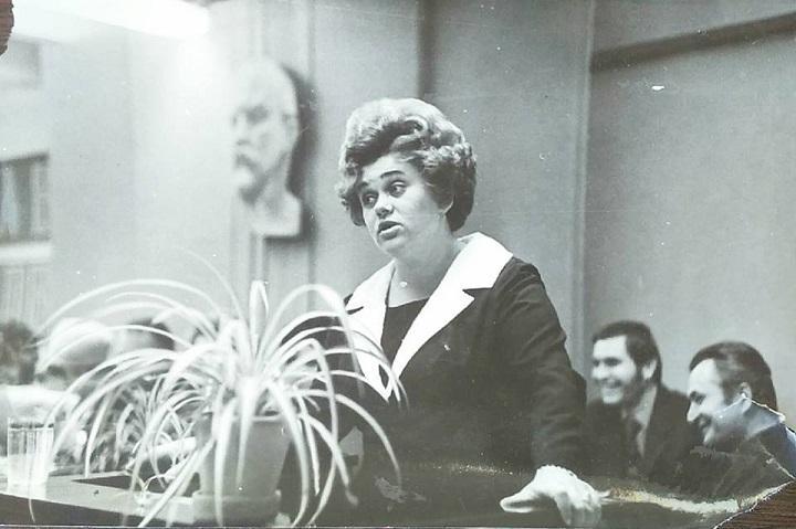 Дерев'янко Олена Йосипівна - перший директор &quot;Будинку Одягу&quot;. Починала від рядового працівника, а згодом стала керівником. Вона зуміла сформувати кістяк колективу, зробила великий внесок у розвиток магазину<br />