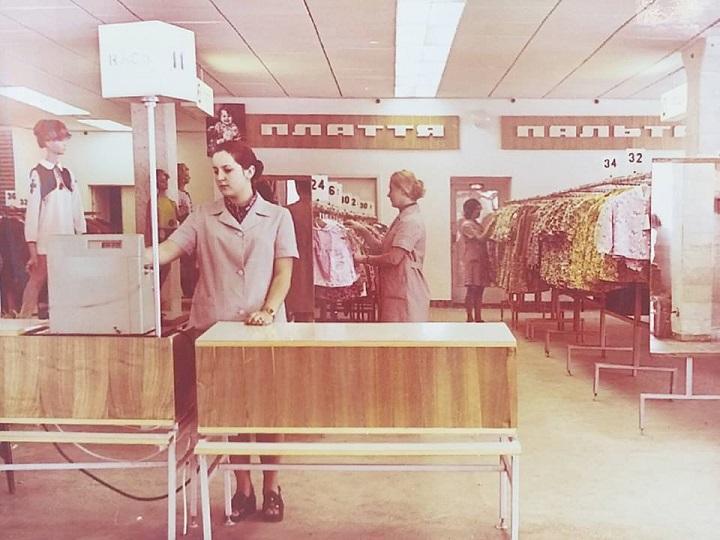 Інтер'єр магазину в перші роки роботи (1970-ті рр)<br />