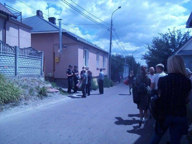 Люди розходяться після протесту на вулиці Межова