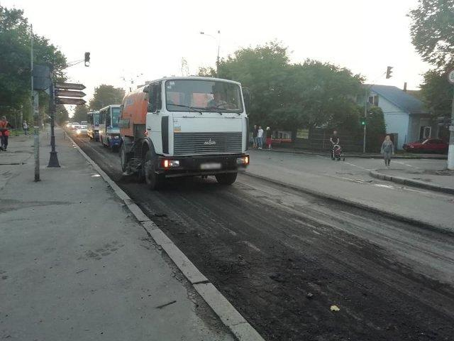 Ремонт на вулиці Ст. Бандери, фото зі сторінки facebook.com/RivneSHEU