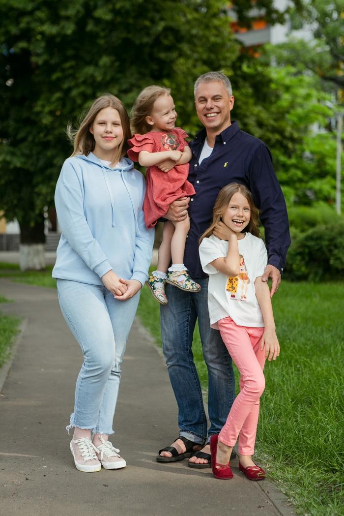 Андрій Доманський з дочками