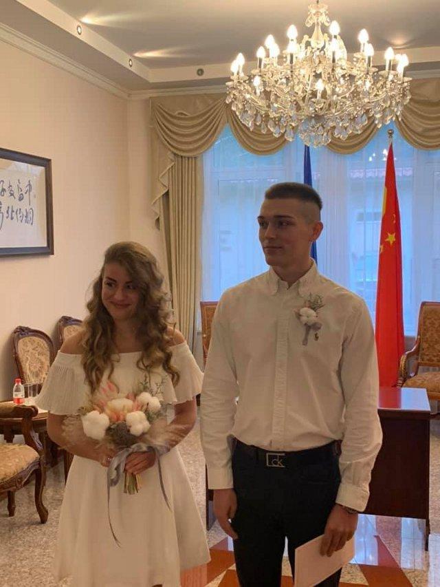фото з facebook.com/ukrembcn/
