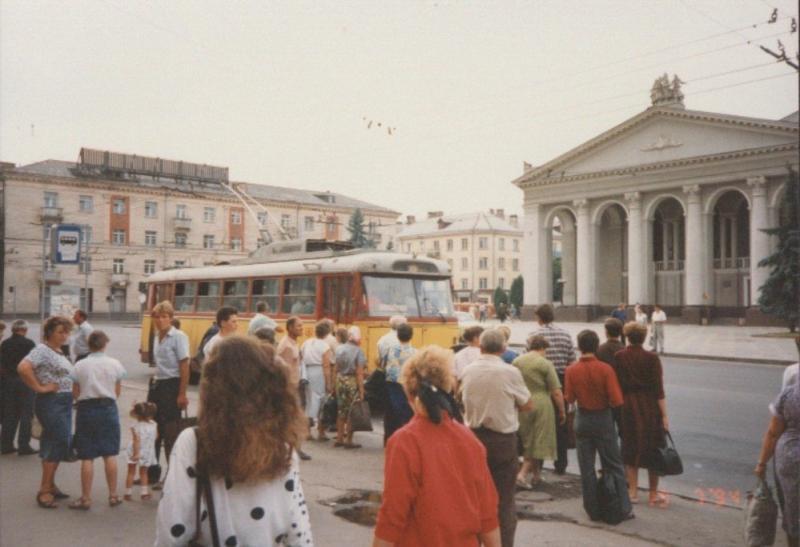 Рівне 90-их і 2020-ого не дуже змінилося. Навіть тролейбуси ті ж самі...